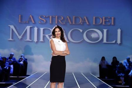 Safiria leccese, la famosa giornalista di rete 4, trasforma in un libro la sua trasmissione di successo e lo presenta al salotto di villa manzoni, promosso dall'ente cassa faetano. giovedì 21 luglio, ore 21. ingresso libero.