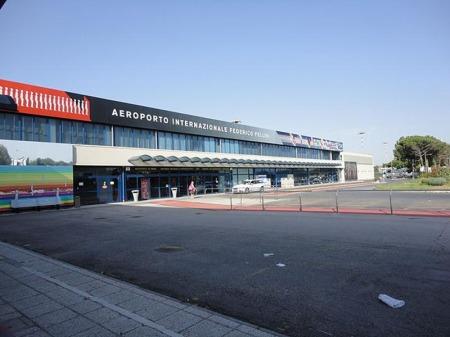 L'ingresso dell'aeroporto di rimini san marino
